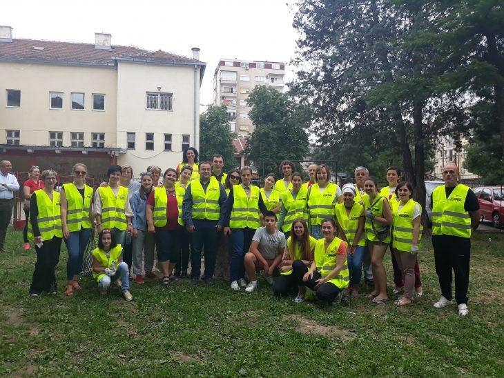 """(Македонски) Акција за реновирање на спортско детско катче во ПОУ """"Златан Сремец"""""""
