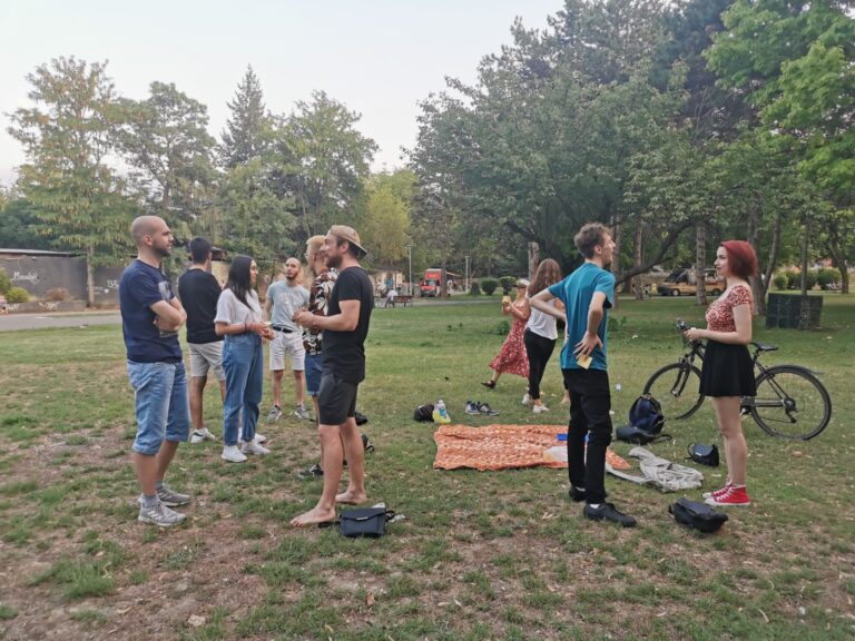 Learning by speaking – German Classes in the city park