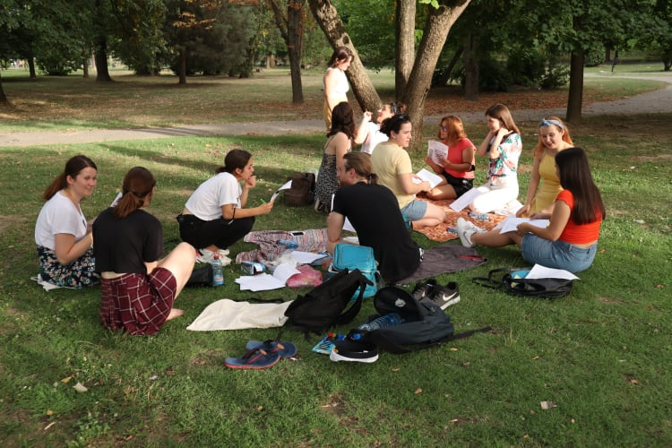 Summer, sun and German classes in the city park!